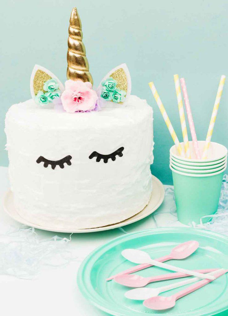 Rituale wie gemeinsames Geburtstagskuchen-Essen helfen beim Teambuilding.